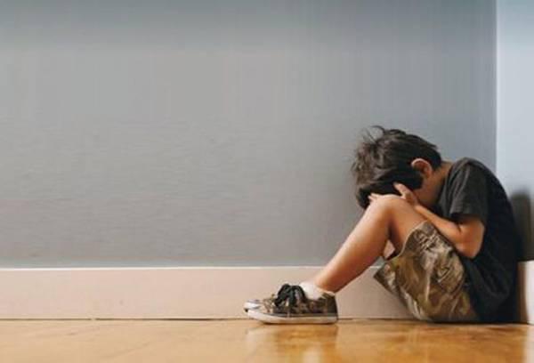 Jenny的一念之差,造成孩子心灵受创伤患上自闭症。