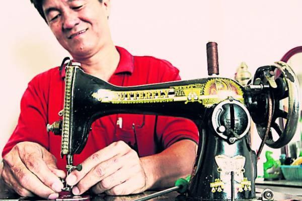 张顺发大半辈子与缝纫机为伍,早已熟透一切疑难杂症。