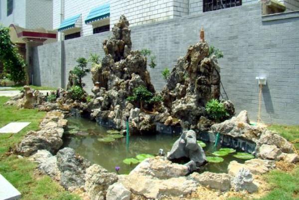 鱼池虽有催财之效,但如果位置不对,催财就变成破财了。