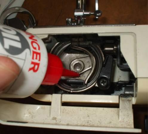 缝纫机必须时刻保持足够的润滑,才能正常操作。
