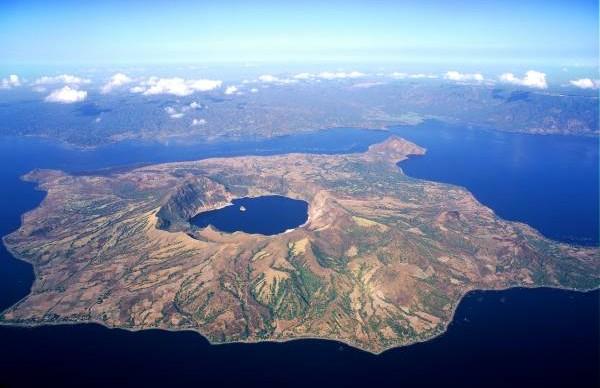 纠缠不完的岛与湖、湖中岛、岛上湖......是天然的地理杰作。