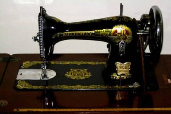 老式的缝纫机单靠一条线既能牵动一台缝纫机。