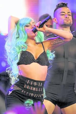 2011年,Lady Gaga早已向粉丝们展示自己浓郁的葱绿色腋毛。