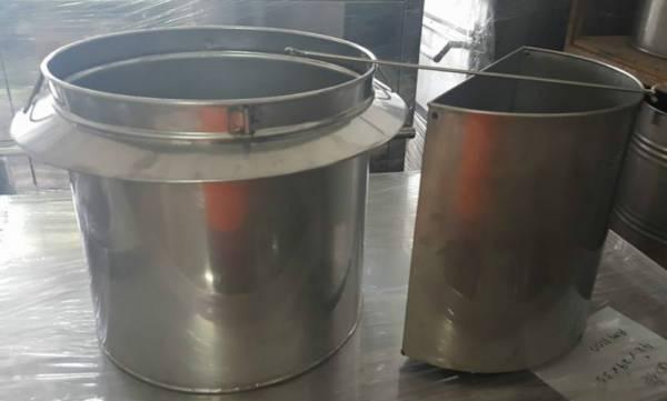 广受熟食小贩喜爱的白铁汤桶。