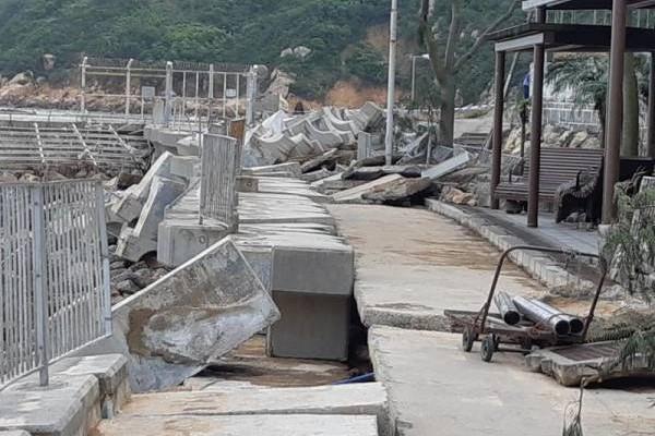 这靠近海的地方也逃不过山竹台风的侵犯。