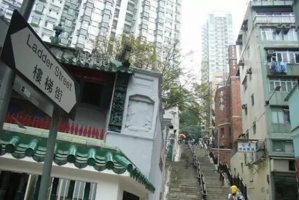 中环楼梯街是是上环一带最长的阶梯,同样地也是许多港片取景之地。