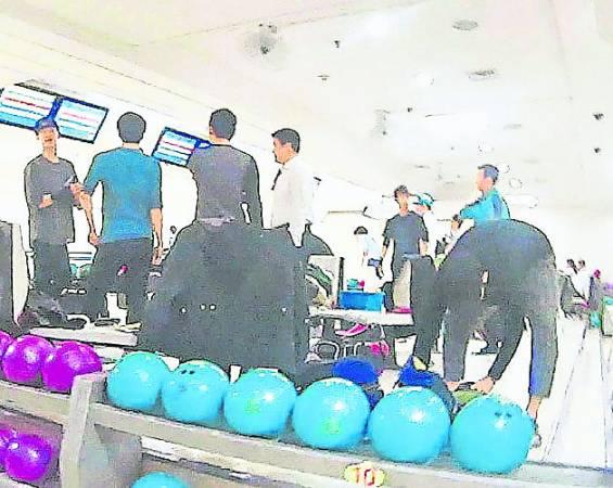 金秀贤常常被发现在凌晨时分打保龄球。