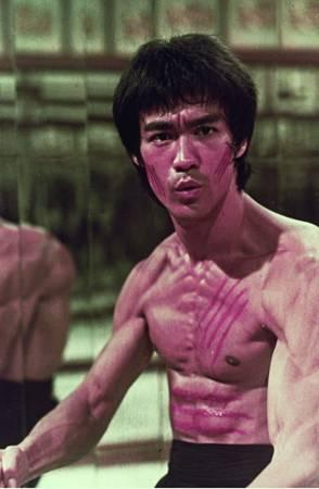 李小龙的《龙争虎斗》在他死后于美上映。