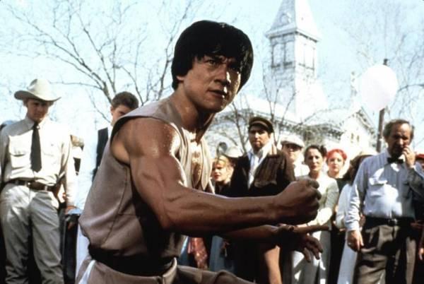 成龙80年代初已打入国际拍西片。