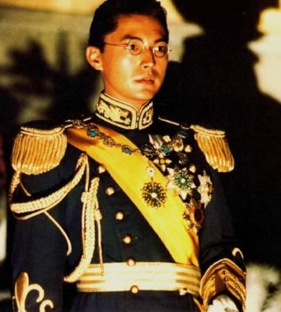 尊龙的代表作《末代皇帝溥仪》。