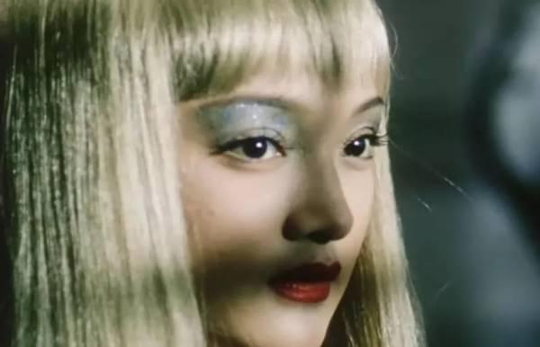 23岁出演《苏州河》。