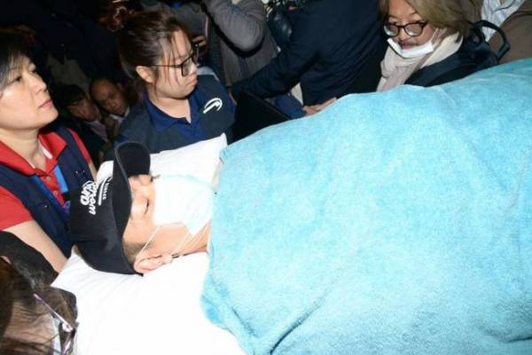去年1月中旬,刘德华在泰国拍摄广告时,发生坠马意外,随后进行了长达半年的休养期。