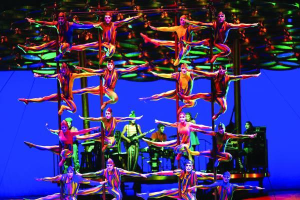太阳马戏团有16个戏码同时在世界各国演出。每场演出,从概念到完成,历时3年。