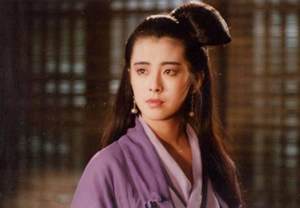 王祖贤1987年凭电影《倩女幽魂》里的聂小倩奠定影坛地位,成为红遍亚洲的巨星。