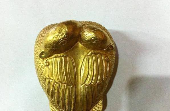 因为它是由黄金打造出来的一个会飞的发明,所以名叫金飞雁。
