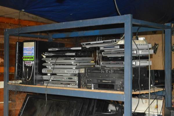 """损坏的光碟播放机也从阿万师傅手中获得""""重生""""。"""
