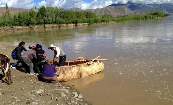 听名字,我们就可以猜到他是由牛皮做的小舟。