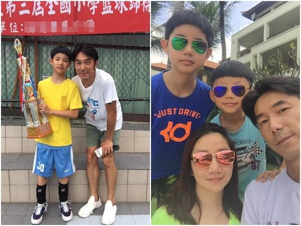 """陶晶莹与李李仁结婚12年,育有一对可爱的儿女""""豆豆""""、""""小龙"""",一家四口幸福美满。"""