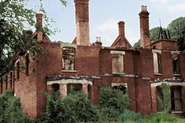 波丽莱多里鬼屋曾经历一场大火,将屋子烧毁。