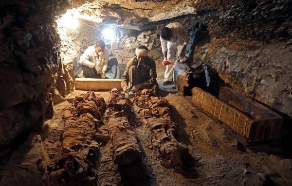 一直以来考古学家都对金字塔充满兴趣,希望可以从墓冢里解剖更多的古埃及之谜。