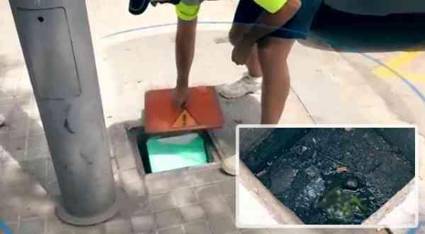 无良商人在污水沟储藏食材,只见食材上沾满粪水及污泥!