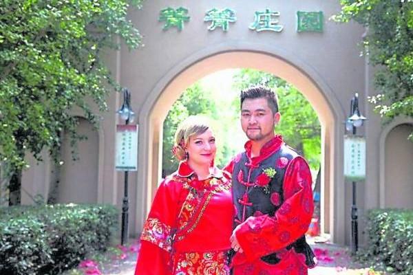 中国男多女少;俄罗斯女多男少,没想到因此而促进跨国婚姻,让两国人民找到终身幸福。