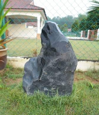 戴文华最心疼是一对男女鸳鸯石,在中国柳州做底座的时候,因为工人一时大意,被贼偷走了!