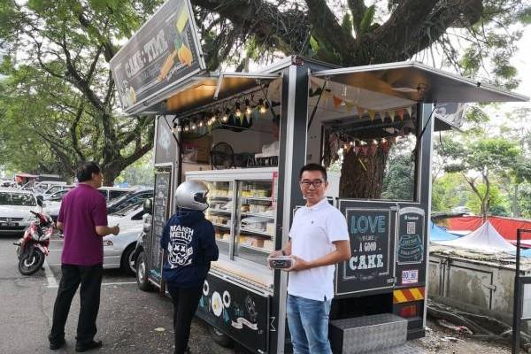 创办人之一纪石亮表示Cake Time没有实体店面,只靠餐车在市区兜售,走到哪卖到!