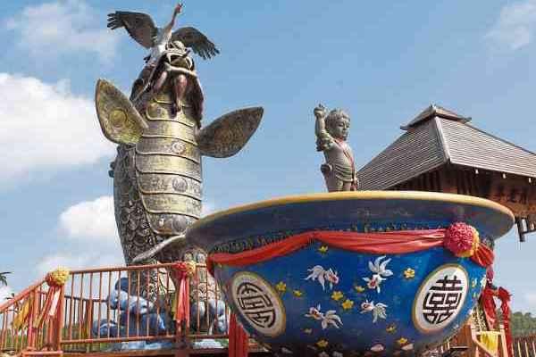"""鳌鱼守护神与""""金饭碗""""聚宝盆,皆为庙宇吸睛祥瑞之物。"""