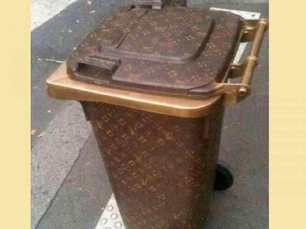 话说这垃圾桶的花色,怎么那么像某名牌包包呢?
