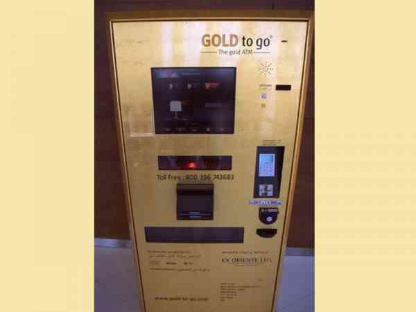 杜拜人不带现金的,没钱就去领黄金。