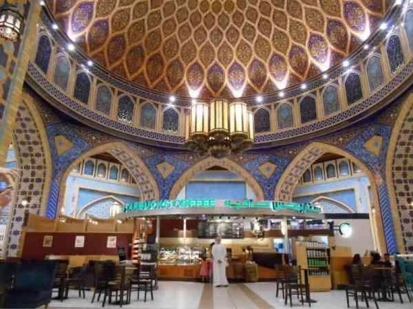 星巴克开在金碧辉煌的宫殿里,买杯咖啡都会以为自己是贵族。