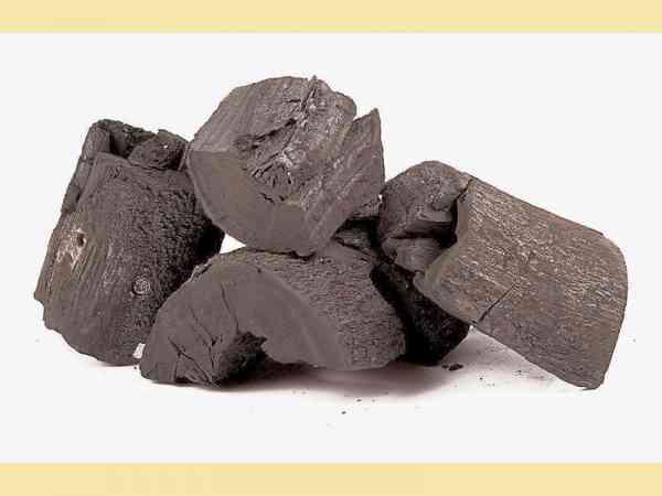 善信若有意恭请五眼四耳神兽回家供奉,需紧记一件事,即一定要在四耳五眼旁放着一堆木炭,这样就能够让四耳五眼发挥其专长,吃木炭,然後排泄出黃金。