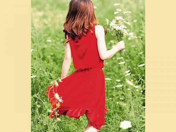 广东人甚忌讳衣着大红大紫去扫墓。