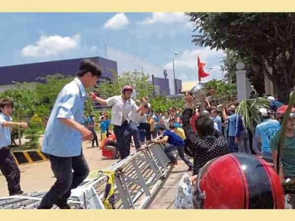 在廖翊桦老师的精准批算下,顾客的父亲躲过越南排华暴动。