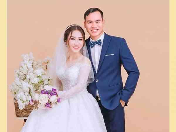 Nguyen Hoang Oanh和丈夫。