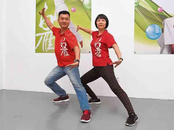 陈雄宙与妻子蔡宝风表示,练功不只促进身体健康,而是因为身体循环改变和疾病消除,让人更有信心、更愉悦、更快乐。