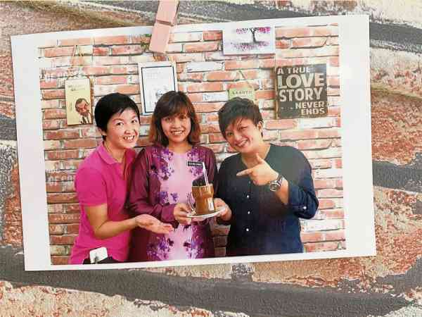 YB张念群也曾光顾小树林咖啡馆 。