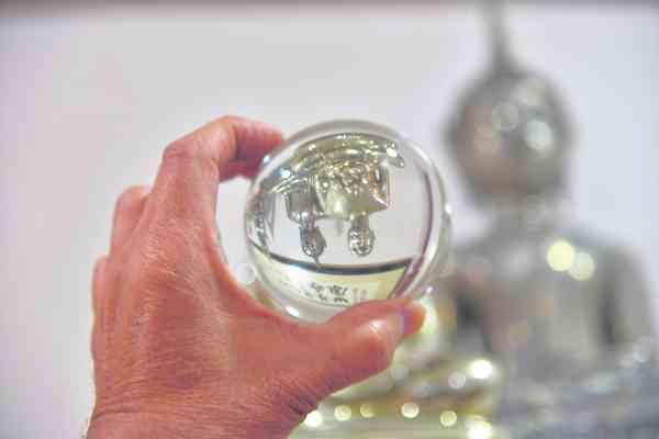 真正的水龙珠里的佛像呈现倒转状态。