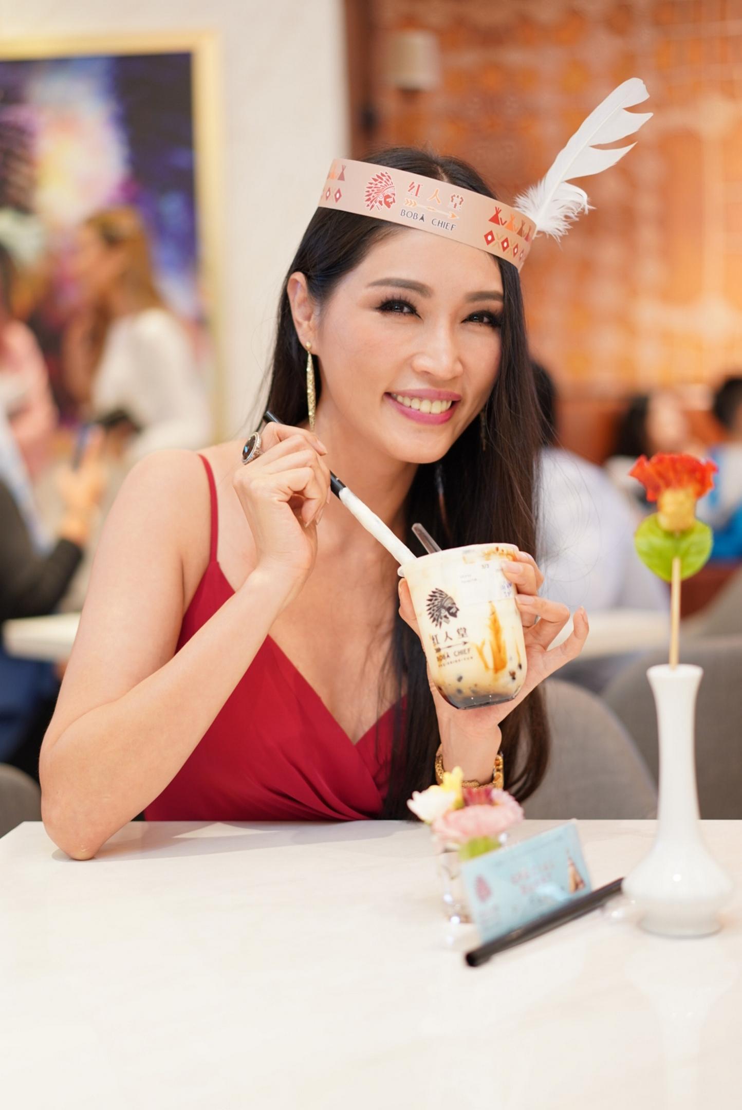 大马名模Amber Chia也难挡猫山王榴梿珍珠鲜奶的魅力。