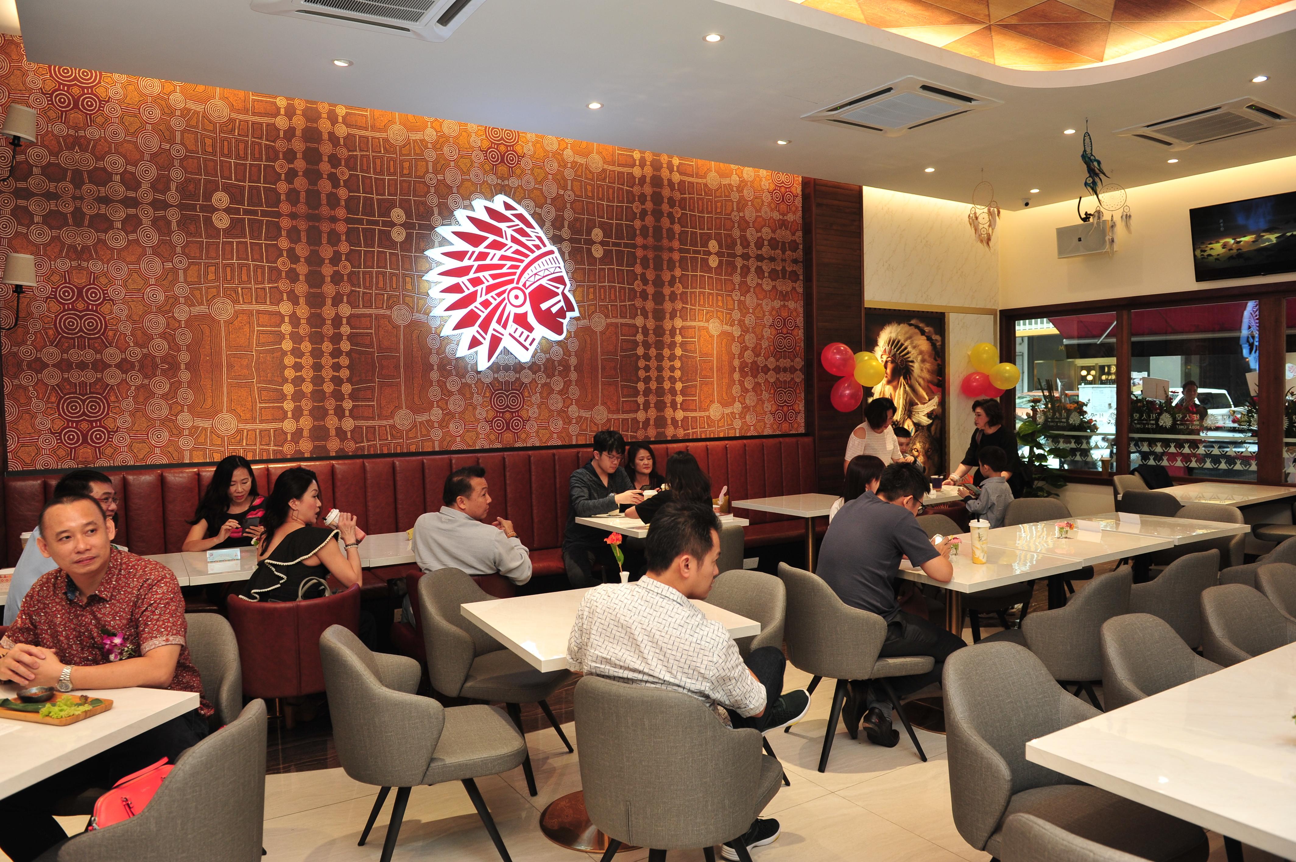 店内设计宽敞,环境舒适,适合与好友聊天聚会,也能和家人一起来度过悠闲周末。