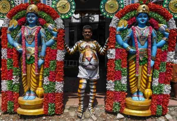 活动开始前,会先祈求湿婆神(Shiva)的祝福。