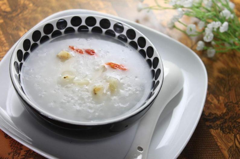 老年人不适合晚上吃稀粥。