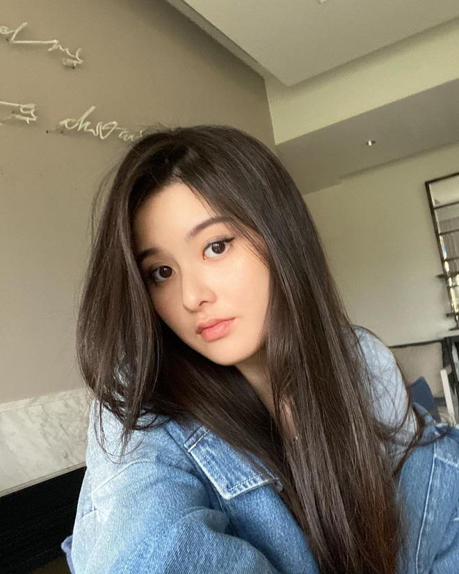 20岁的廖思惟遗传了妈妈的美貌。