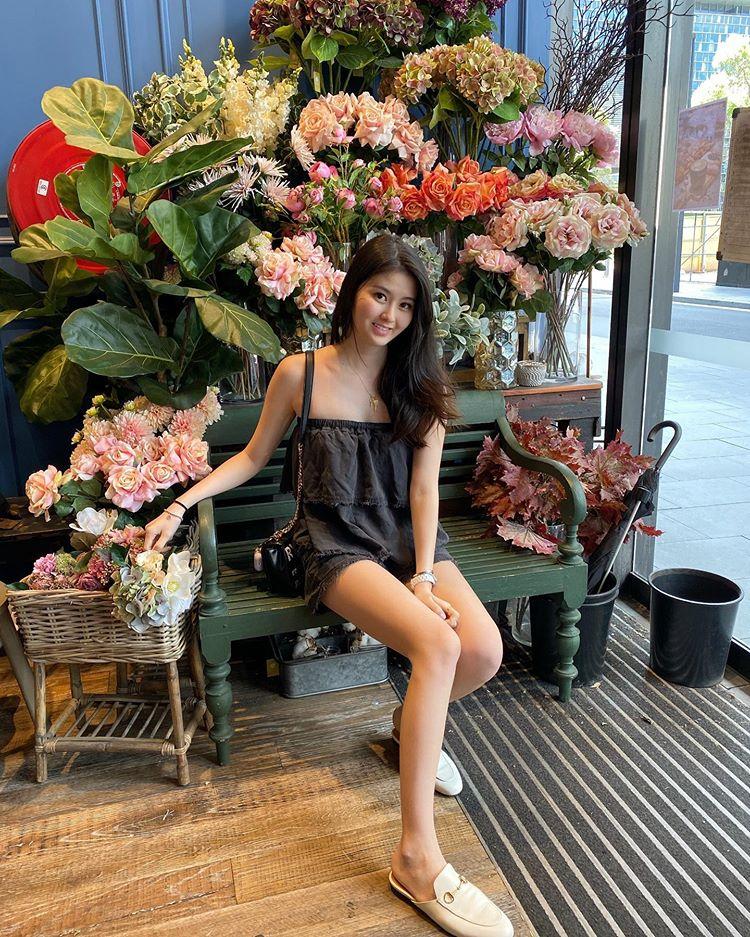 五官甜美、身材火辣、高贵的气质,廖思惟如今已成为网络上热话。