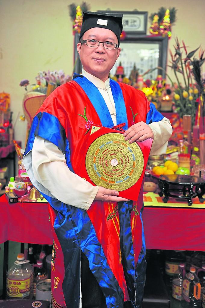 """王忠文道长向网友们传授""""十大拜神正确观念""""。"""