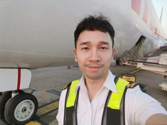 飞机技师变冷气清洁员。