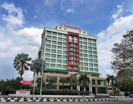 因抵不住疫情冲击,很多酒店目前都因生意激猛下跌,接二连三宣告结业。
