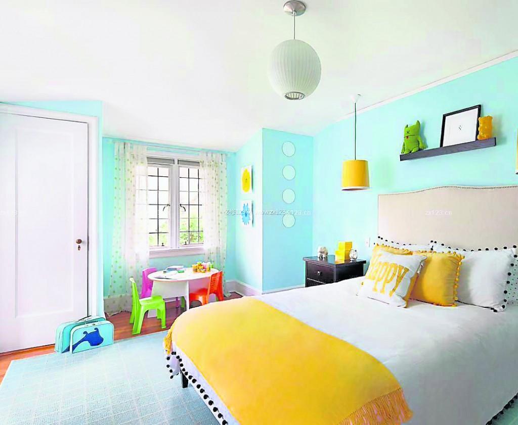 适当搭配一些棕色、浅褐色等冷色调,这样通过光线的调整,室内的气氛就会变得温馨且宁静。