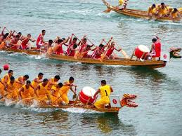 划龙舟能使全身气血畅通,还可以分散注意力、忘掉不快,让身心更健康。